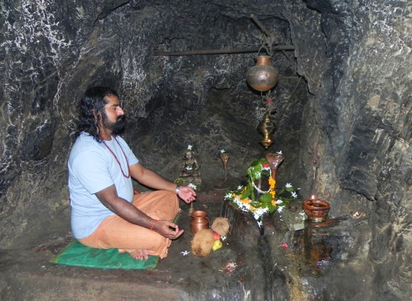 Mohanji in Vashishta cave, many years later