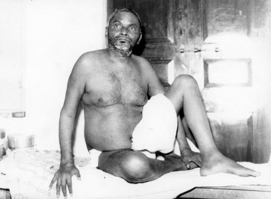 nityananda-sitting-up