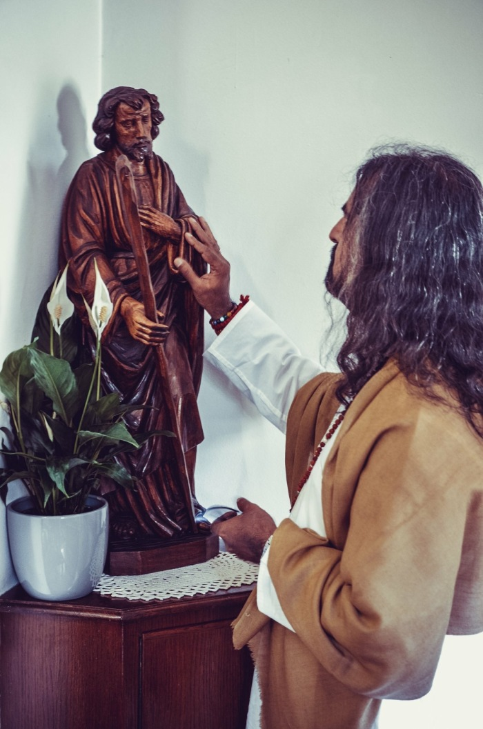 Mohanji in South Africa - Jesus statue