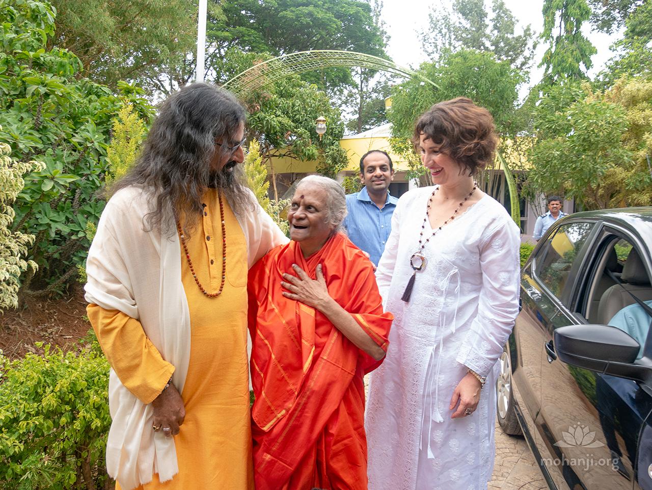 Mohanji, Devi and Devi Amma 1280x960