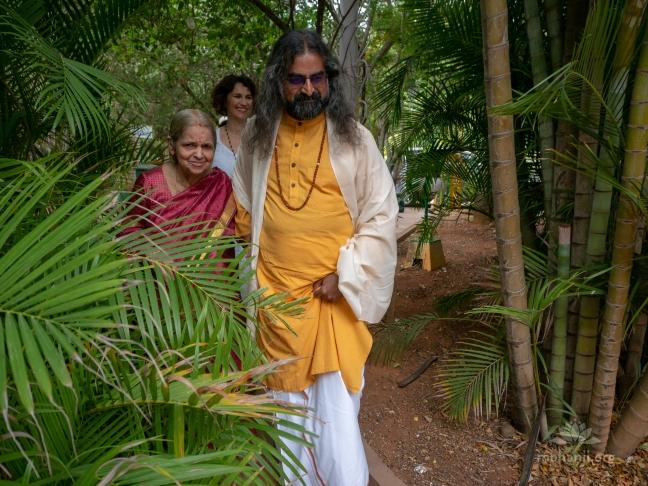 Mohanji - Guru Purnima satsang in Bangalore, with guest Devi Amma P2340856
