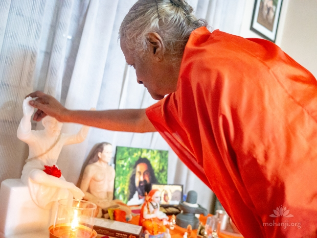 Mohanji - Guru Purnima satsang in Bangalore, with guest Devi Amma P2360252