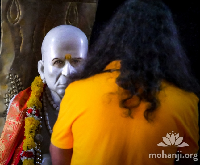 Mohanji and Swami Samarth idol FB (7)
